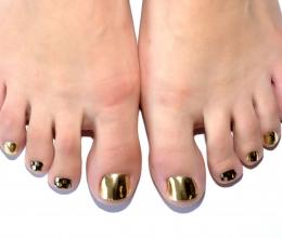 gold_minx_shine_nails