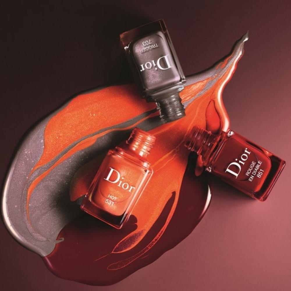 Manichiură clasică Chanel și Dior